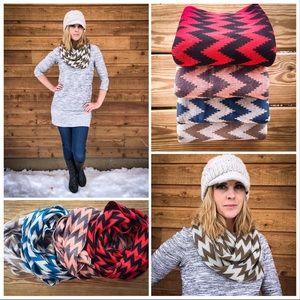 Teal 💙 Chevron Knit Infinity Scarf